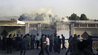 Afganistan'ın Tahar kentinde valilik yerleşkesine düzenlenen bir saldırı. (arşiv)
