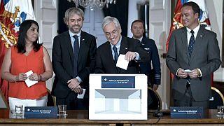 El presidente Sebastián Piñera junto a parte de su gabinete.
