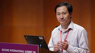 هی جیانکوی، دانشمند چینی که رهبری این گروه تحقیق را برعهده داشت