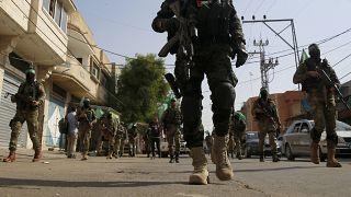 عانصر من حركة حماس في مسيرة في بلدة خان يونس جنوب قطاع غزة