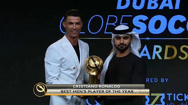 """شاهد: رونالدو أفضل لاعب في العالم و المغربي حمد الله الأفضل عربيا في حفل """"غلوب سوكر"""""""