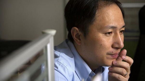 Κίνα: Τρία χρόνια φυλακή σε επιστήμονα για γενετικά τροποιημένα μωρά