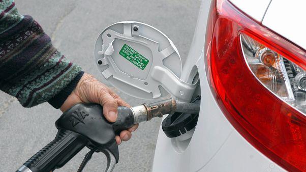 Új benzintípust vezetnek be januártól
