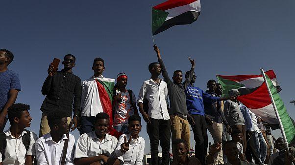الحكم بالإعدام شنقا على 27 عضوا في جهاز المخابرات السوداني في قضية قتل متظاهر معتقل