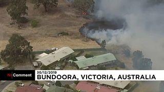 Lakott területeket fenyegetnek a tüzek Ausztráliában