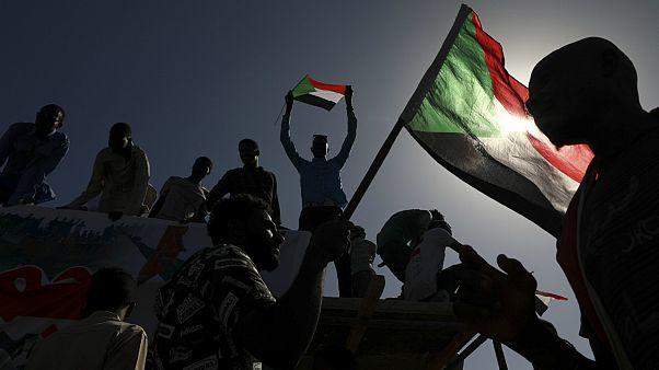 شادمانی مردم سودان پس از برکناری عمر البشیر