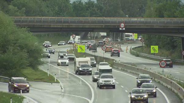 Beszüntetnék a féktelen száguldozást a német autópályákon