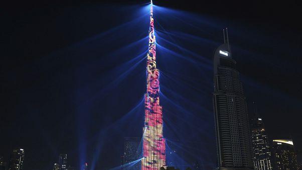 عرض الضوء على واجهة برج خليفة في دبي ليلة رأس السنة 31 ديسمبر 2017/ 1 يناير 2018