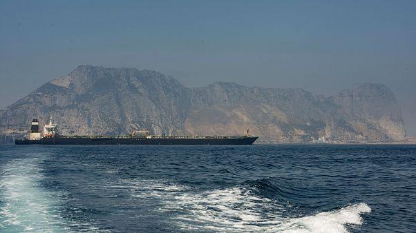 إيران تحتجز ناقلة في الخليج وتتهمها بتهريب أكثر من مليون لتر من الوقود