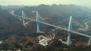 شاهد: الصين تدشن أعلى جسر في العالم
