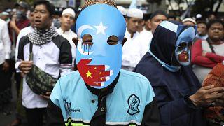 Trump Uygur politikalarından dolayı Çinli yetkililere yaptırım tasarısını onayladı