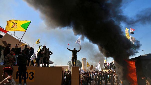 Feldühödött tömeg támadta meg az amerikai követséget Bagdadban
