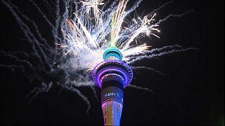 Yeni Zelanda'da 2020'nin ilk dakikaları renkli görüntülere sahne oldu