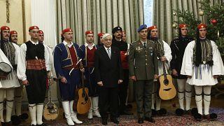 Ο Πρόεδρος της Δημοκρατίας με την μπάντα της Προεδρικής Φρουράς