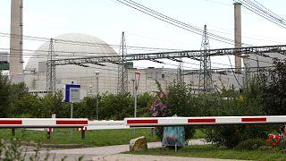 Gelecek için nükleer enerjiden vazgeçen Almanya eski bir santralini kapatıyor