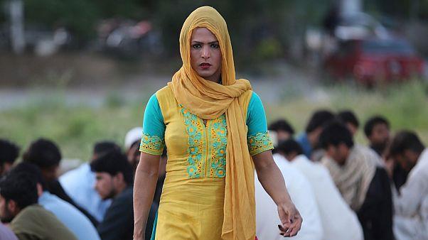 Pakistan'da transseksüel bireylere özel sağlık kartı uygulaması