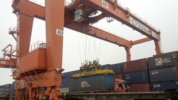ميناء لشحن البضائع في الصين
