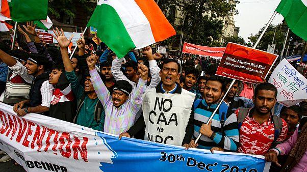 Des étudiants manifestent contre la loi sur la citoyenneté à Kolkata, en Inde le 30 décembre 2019.