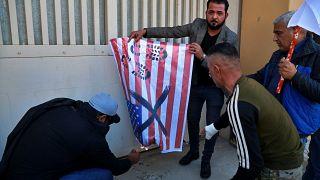 В Багдаде протестующие разгромили посольство США