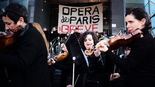 Франция: бастуют танцоры и музыканты