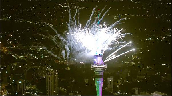 Feuerwerk und Tränengas: Ozeanien und Asien begrüßen das neue Jahr