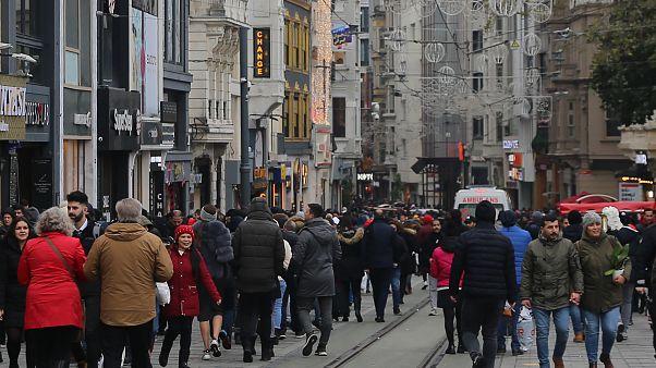 Beyoğlu ilçesinde gerçekleştirilecek yeni yıl kutlamaları nedeniyle emniyet tedbirleri alındı