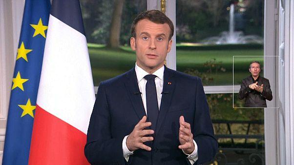 إيمانويل ماكرون مهنئاً الفرنسيين بالعام الجديد من قصر الإليزيه