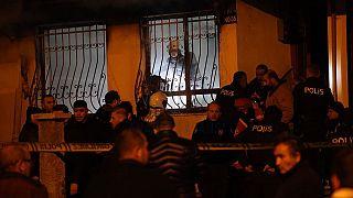 Ankara'nın Altındağ ilçesinde 4 katlı bir apartmanın giriş katında yangın çıktı.