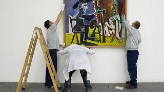 Pablo Picasso'nun Londra'daki Tate Modern Sanat Galerisi'nde bulunan 'Bust of a woman' tablosu saldırıya uğradı