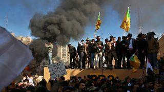 Irak'ta ABD Büyükelçilik binasına saldıran göstericilere Amerikan askerleri müdahale etti