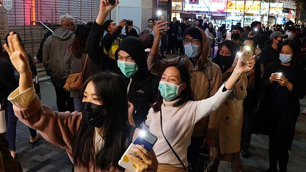 Könnygázzal indult az új év Hongkongban