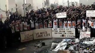 """Flüchtling berichtet: """"Folter und sexuelle Gewalt"""" in libyschem Lager"""