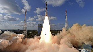 الهند تكشف عن إرسال مهمة جديدة للهبوط على سطح القمر في 2020