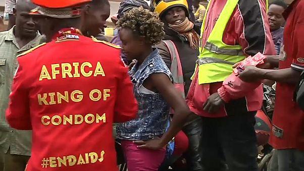 """من هو ملك """"الواقيات الذكرية"""" الذي اكتسب شهرة واسعة في كينيا؟"""