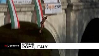 Le traditionnel plongeon du Nouvel an dans le Tibre à Rome en images