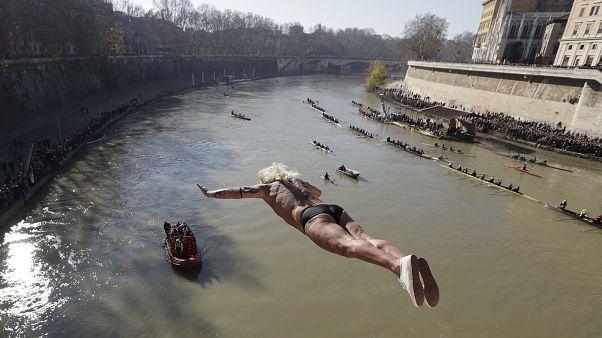 Roma'da geleneksel yılbaşı dalışı