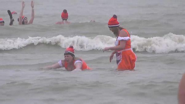Scheveningen: 10.000 Teilnehmer beim Neujahrsschwimmen