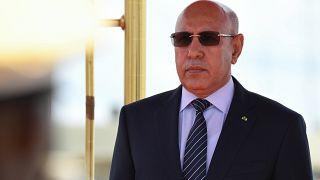الرئيس الموريتاني الجديد يحكم قبضته على السلطة مهمّشا سلفه ومعلّمه السابق