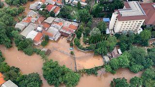 فيضانات عارمة تجتاح مناطق إندونيسيا