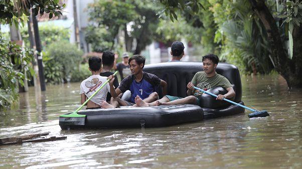Halálos áradások Indonéziában