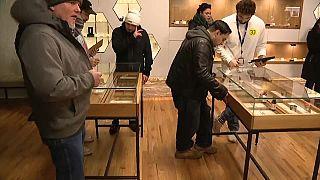 مئات الأمريكيين يقبلون على شراء الماريخوانا في ولاية إلينوي
