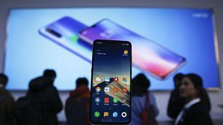 Xiaomi firması Apple ve Huawei'in üst modelleriyle yarışabilecek yeni akıllı telefonu Mi 9'u tanıtmıştı.