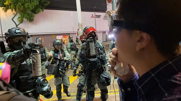 اسپری فلفل در چشم سیاستمدار معترض هنگکنگی