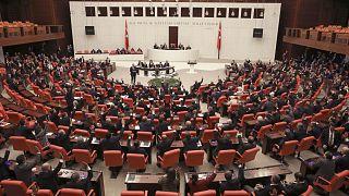 البرلمان التركي يوافق على نشر قوات عسكرية في ليبيا