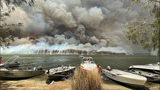 Raging wildfires and huge plumes of smoke in Lake Conjola, Australia