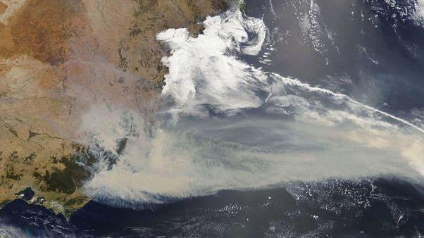 Avustralya'da orman yangınları nedeniyle oluşan bulut ve dumanlar