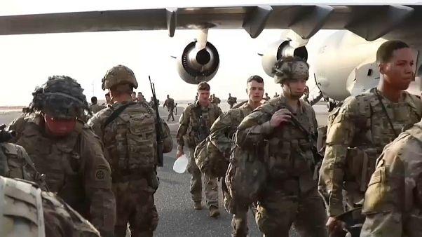 وصول جنود أمريكيين إلى قاعدة السالم الجوية في الكويت.