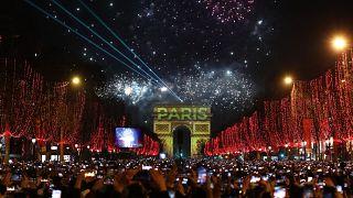 Neujahrsfeiern, Eisbader und brennendes Australien