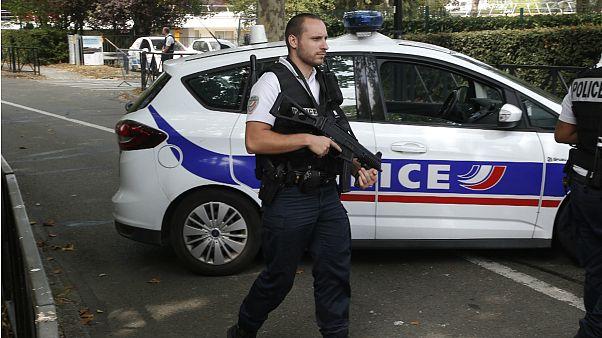 حمله با چاقو در پاریس دستکم ۱ کشته و ۲ مجروح بر جای گذاشت