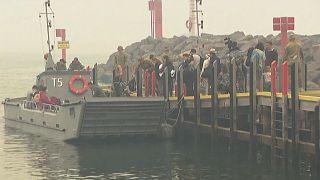 شاهد: سفن البحرية الأسترالية تجلي سكان بلدة مالاكوتا